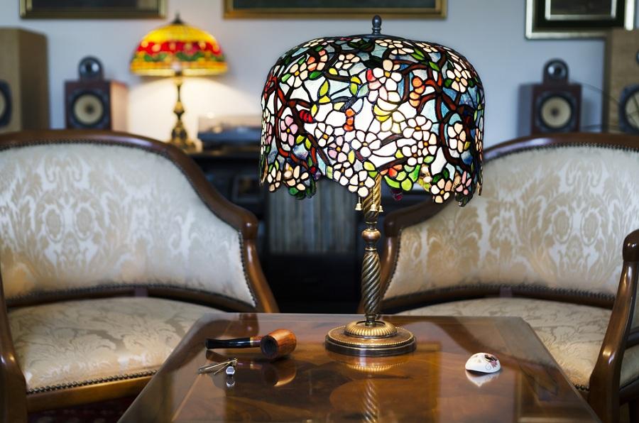 Színes klasszikus egyedi formában: Tiffany lámpa